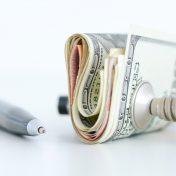 Давление на доллар не снижается